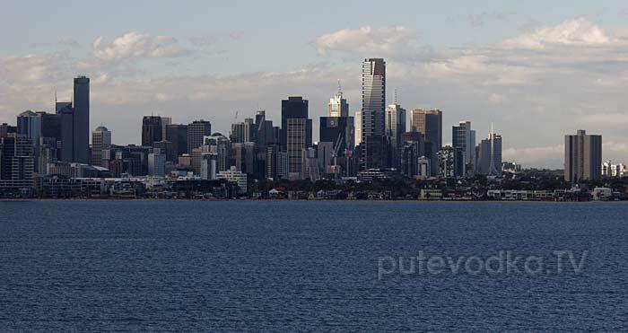 Мельбурн при подходе с моря через залив Порт Филлип
