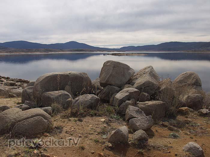 Новый Южный Уэльс. Озеро Джиндабайн в Снежных горах.