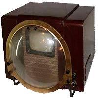 Один из первых массовых телевизоров в мире— российский КВН-49 (Кенигсон-Варшавский-Николаевский, 1949 год)