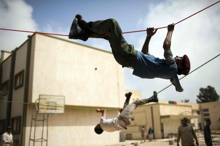Подготовка антиправительственных террористов. Мисурат, Ливия, 24 мая 2011 года. (AP / Rodrigo Abd)