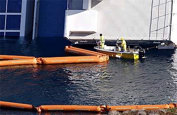 Costa Concordia. Угроза опорожнения топливных баков в море.