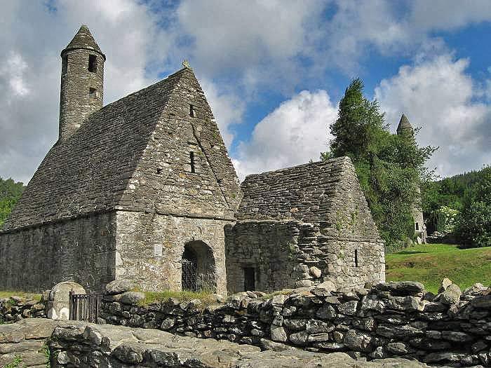 Ирландия. Церковь Святого Кевина, VI век нашей эры (времена короля Артура), Глендалу, графство Уиклоу. Кстати этот святой (как и св. Патрик) признается не только католической, но и православной церковью.