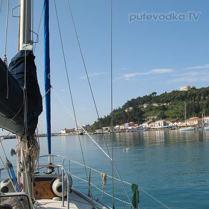 Греция. Илиа. Катаколо. Яхта Пепелац перед стартом.