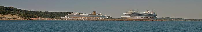 Греция. Пелопоннес. Илиа. Катаколо. Круизные корабли.
