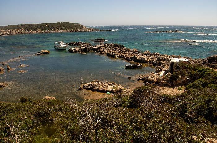 Строфады. Северный остров Гарпия. Бухта на западном берегу.