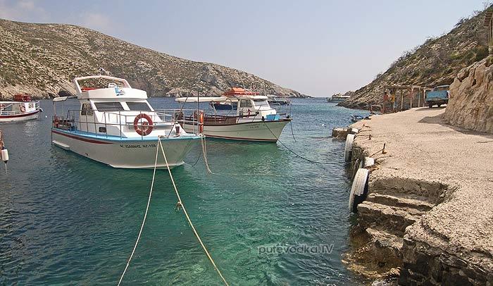 О.Закинтос (Zakinthos). Ионическое море. Единственная более-менее приличная бухта на западном берегу— Порт Вроми (Port Vromi).