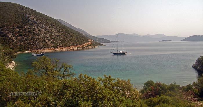 Греция. Ионическое море. Остров Каламос (Kalamos). Бухта Порт Леон (Port Leone) .