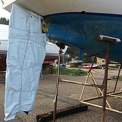 Яхта Пепелац. Перо руля отшлифовано и ждёт тёплой погоды для покрытия стеклотканью и эпоксидкой.
