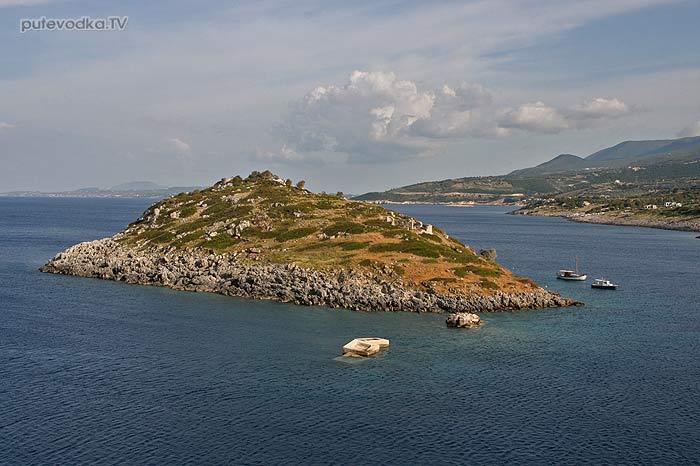 Островочек с разрушенным монастырём
