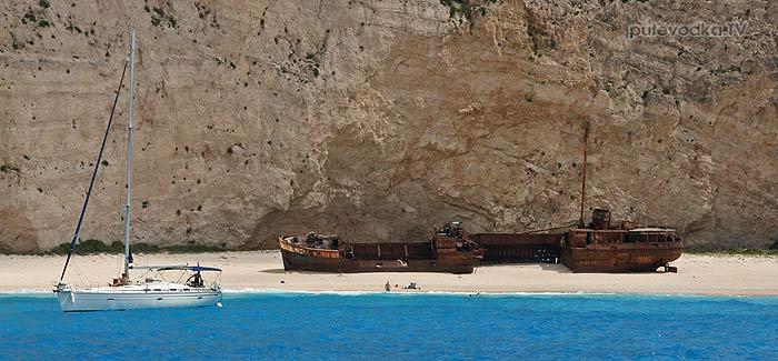 Бухта кораблекрушения с моря