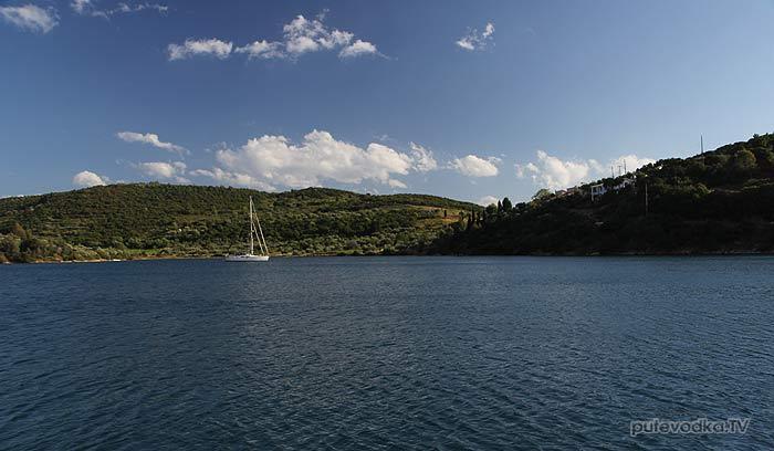 Греция. Залив Коринфиакос. О. Тризония. Якорная стоянка напротив марины.