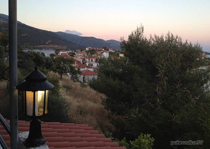 Греция. Залив Коринфиакос. Марина Тризония. Вид из отеля.