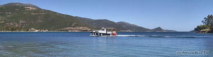 Греция. Залив Коринфиакос. Остров Тризония. Паром.