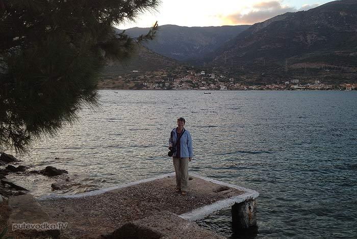 Греция. Залив Коринфиакос. Остров Тризония. Старая пристань.