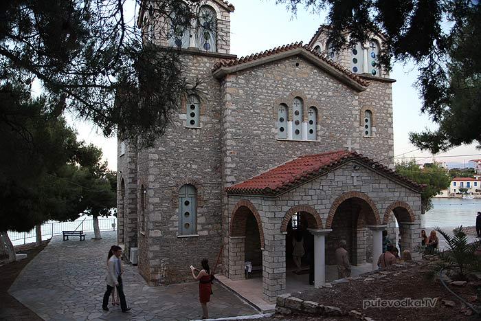 Греция. Залив Коринфиакос. Остров Тризония. Венчание в местной церквушке.