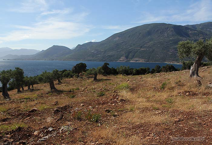Греция. Залив Коринфиакос. Тропы острова Тризония.