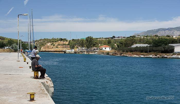 Греция. Восточный пирс Коринфского канала.