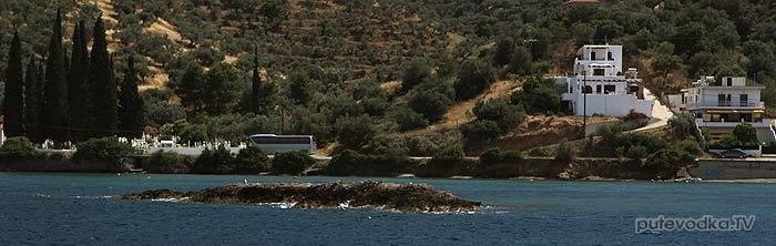 Греция. Залив Сароники. Остров Порос. Восточный выход из пролива.