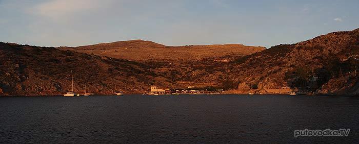 Греция. Остров Идра. Бухта Мандраки.