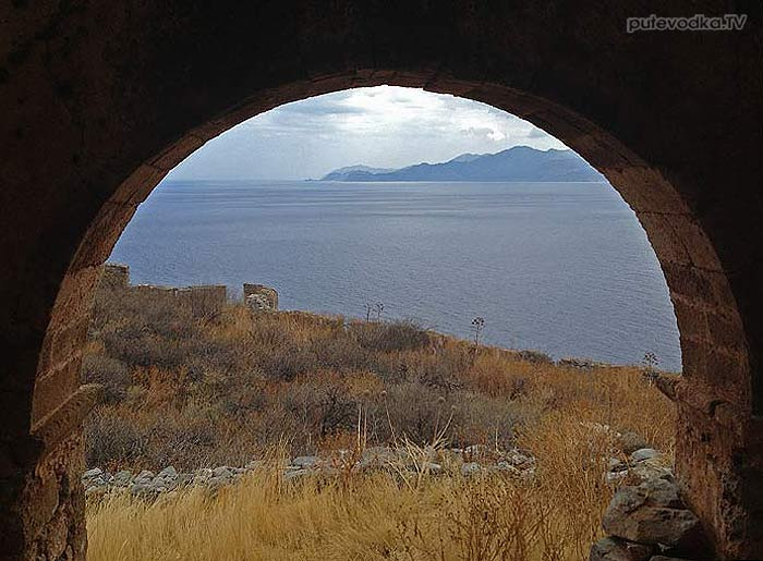 Греция. Пелопоннес. Монемвасия (Моневасия). Крепость. Арки.