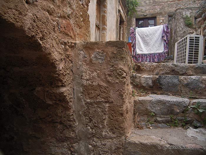 Греция. Пелопоннес. Монемвасия (Моневасия). Крепость. Люди.