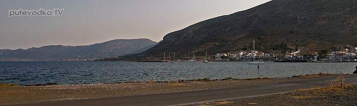 Греция. Пелопоннес. Якорная стоянка перед мариной Монемвасия.
