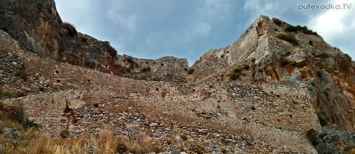 Греция. Пелопоннес. Монемвасия (Моневасия). Крепость. Стены.