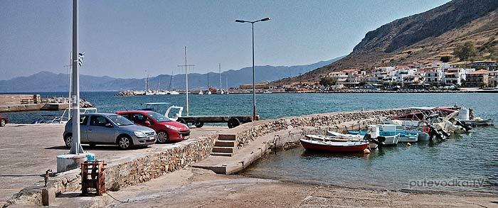 Греция. Пелопоннес. Монемвасия (Моневасия). Мелкая рыбацкая гавань.