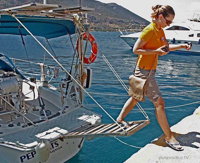 Греция. Пелопоннес. Монемвасия (Моневасия). Экипаж яхты ПЕПЕЛАЦ.