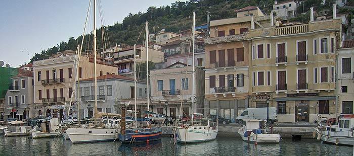 Греция. Пелопоннес. Порт Итион. Пирс, доступный для швартовки лодок с осадкой 2 м.