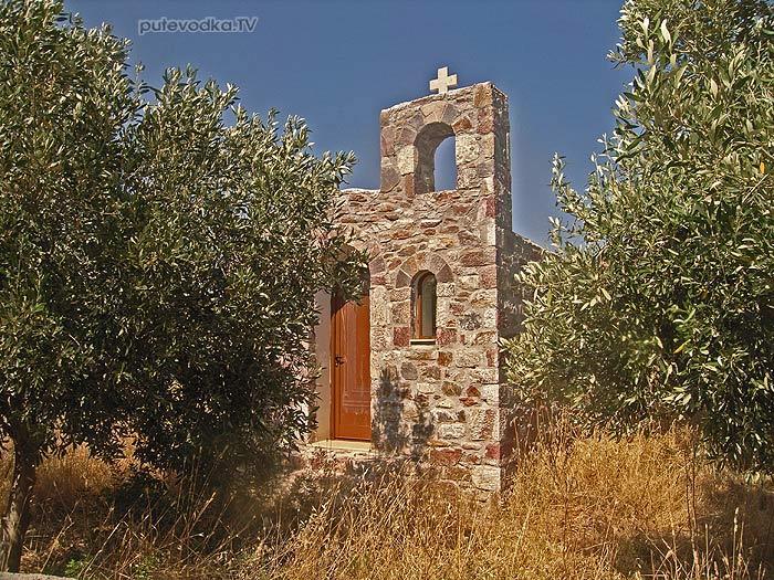 Пелопоннес. Бухта Скутари. Симпатичная православная церквушка.