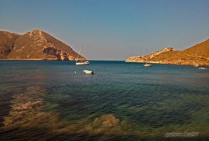 Греция. Пелопоннес. Порто Кайо (Кагио). Яхта Пепелац на якоре.