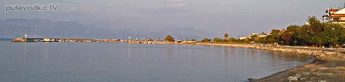 Греция. Пелопоннес. Петалиди (Петалидион). Яхта Пепелац на якоре.