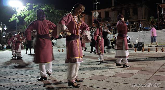 Патриотическая пляска, символизирующая греческую часть кипрской трагедии.