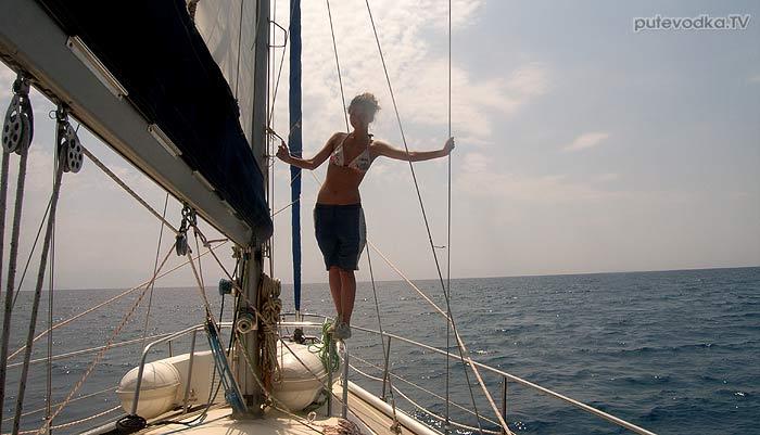 Яхта Пепелац. Грот поднят!
