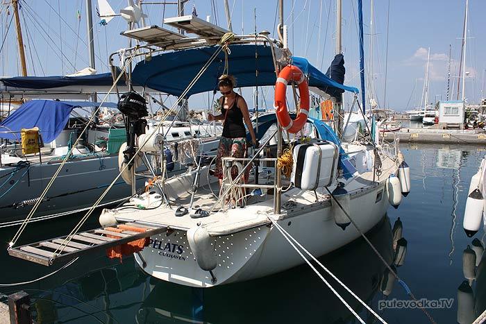 Пелопоннес. Каламата. Яхта Пепелац в марине Каламаты.