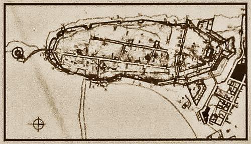 Предназначенный для туристов промоченный дождями и иссушенный солнцем план крепости-замка Метони.