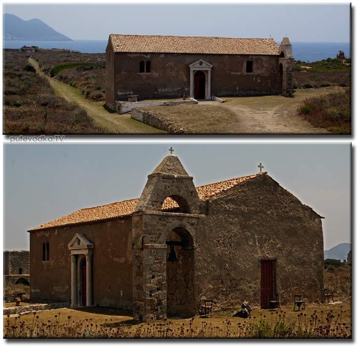 Греция. Пелопоннес. Метони. Венецианский замок. Православная церквушка.