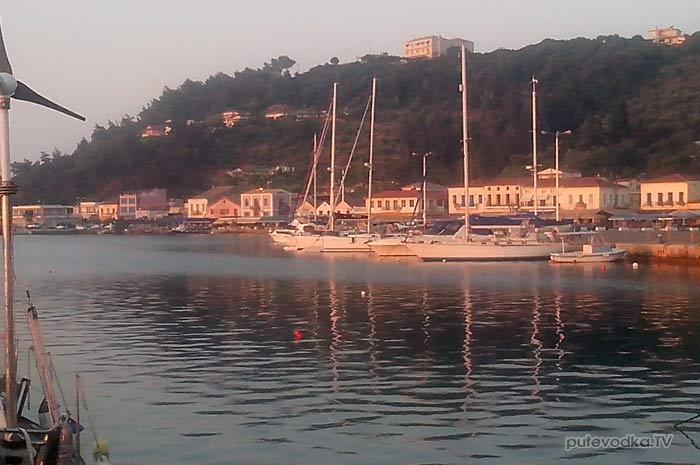 К вечеру 29 августа яхта Пепелац замкнула маршрут путешествия вокруг п-ова Пелопоннес 2013 года и вернулась в начальную точку— порт Катаколо, Илиа, Греция.