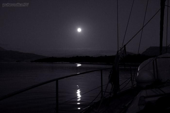 Греция. Ионическое море. Остров Меганиси. Залив Абелике.