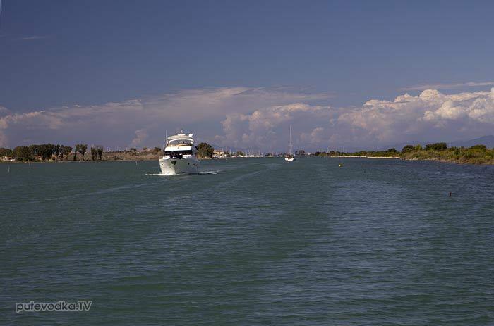 Греция. Ионическон море. Яхта ПЕПЕЛАЦ. Остров Лефкас. Канал и яхтенная марина.