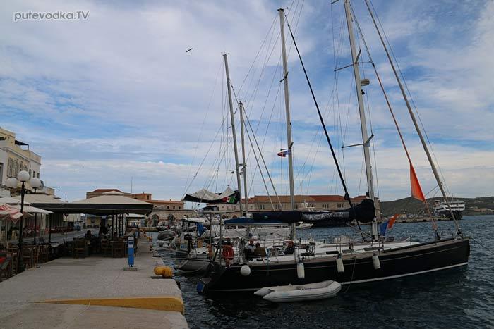 Путеводка. Яхтинг. Греция. Киклады. Сирос. Порт Эрмуполис.