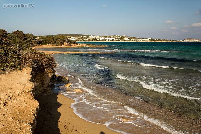 Берег моря южнее пляжа Санта Мария