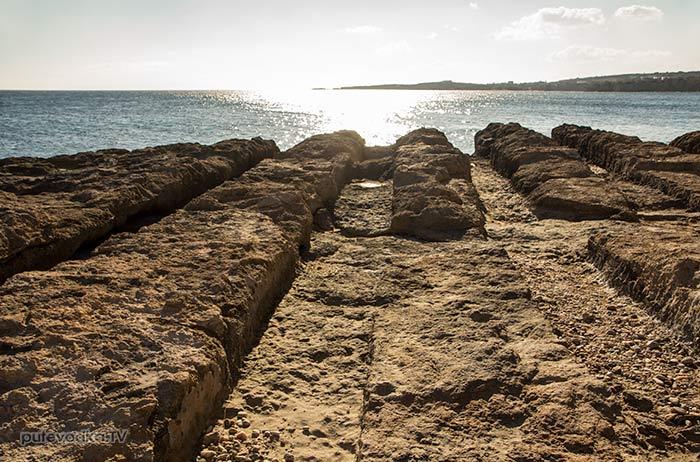 Дриос. Каменистый берег.