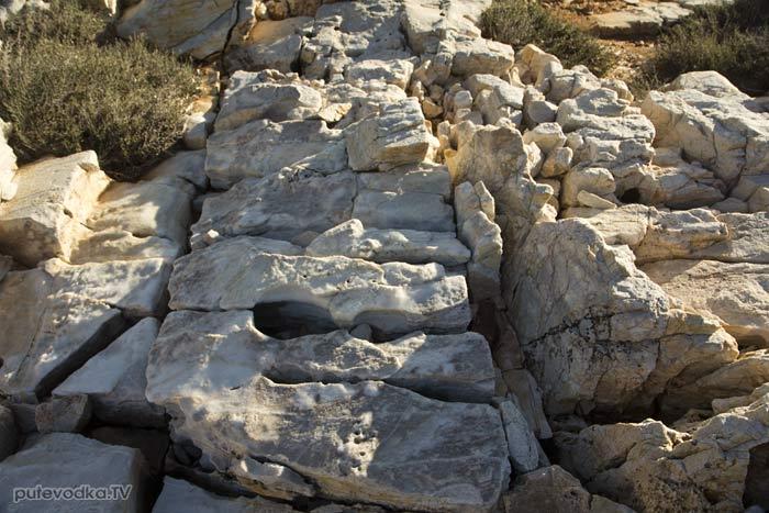 Мраморный берег северо-востока Пароса