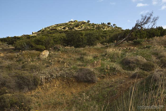 На вершине холма— монастырь Св. Антония.
