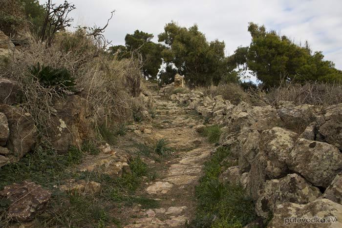 Пешеходная туристическая тропа до монастыря Св. Антония.