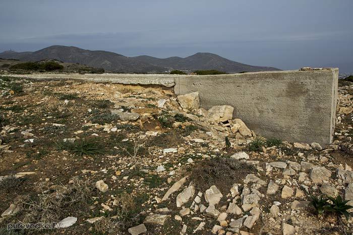 Южная оконечность Пароса. Непонятное бетонное строение.