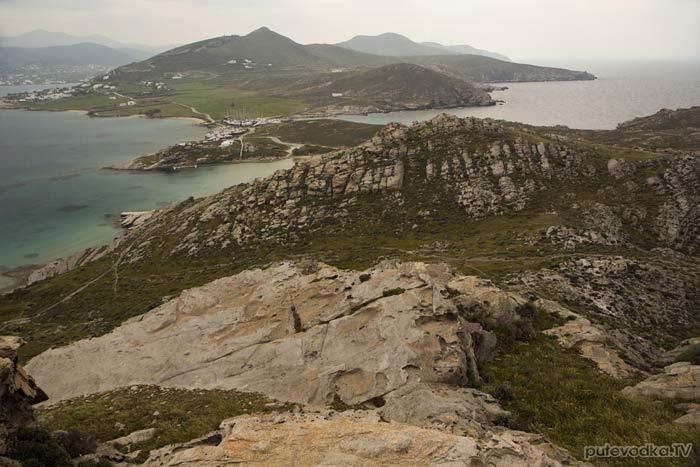Парос-парк. Вид с вершины Стернас на яхтенную верфь и Микенский акрополь.