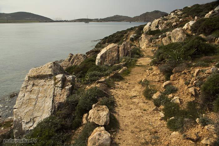 Парос-парк. Туристическая тропа от мыса Туркос вдоль берега Наусской бухты.